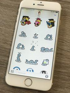 iPhone mit geöffneter WordPress Sticker App